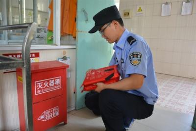 扬中公安开展夏季消防安全大检查