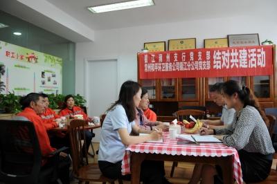 小小粽子传递建行大爱 建行镇江润州支行邀请环卫工人包粽子、吃粽子、话端午