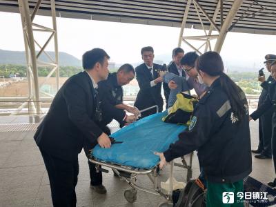 孕妇高铁上腹痛不止  列车紧急停靠送医院