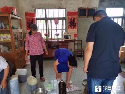 关爱失独老人 金山公益志愿者连续5年义买菜籽油