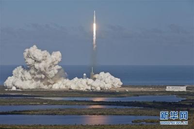 """""""猎鹰重型""""火箭将多颗卫星送入不同轨道"""