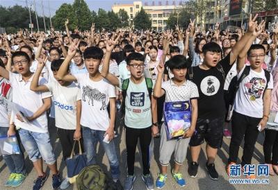镇江市区6450名初三考生今日中考 实行网上统一阅卷,试卷实行双评