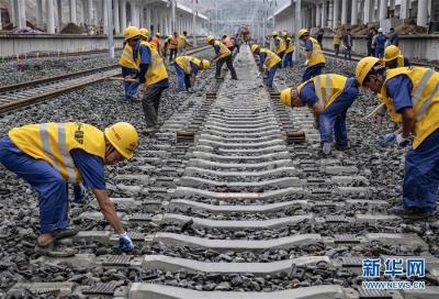 汉十高铁全线轨道贯通