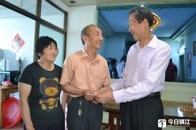 受两位善人影响,丹阳七旬老人3000元慰问10户困难家庭