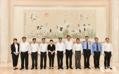"""第九届全国""""人民满意的公务员""""和""""人民满意的公务员集体""""江苏代表赴京接受表彰"""
