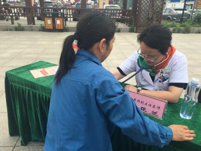 促进健康服务新发展 镇江市中西医结合医院联合官塘桥街道举办义诊