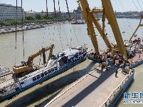 匈牙利打捞失事游船