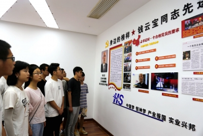 """50多名大学生  七一前丹阳追""""星"""""""