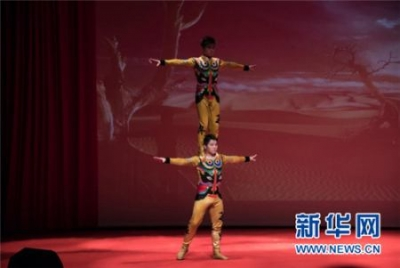 """中国杂技节目在乌克兰获""""金栗子""""大奖"""