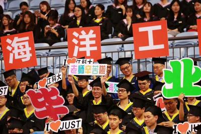 """江科大为4000余名毕业生成长""""加冕"""""""