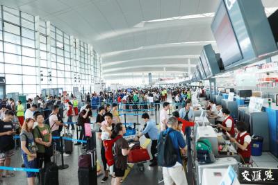 """南京禄口机场暑运""""飞出去""""选择更多 儿童、家庭旅客出行享受""""特别优待"""""""