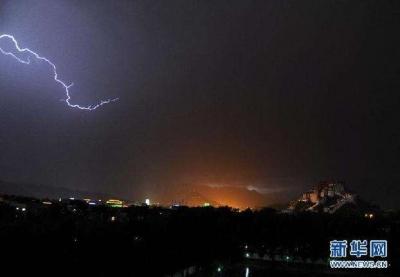 夜里被雷炸醒的小伙伴举手!昨夜大暴雨下在这里!今天白天苏南仍有中雨