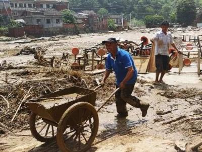 记住这14人!洪水中,他们冒死救了93个孩子