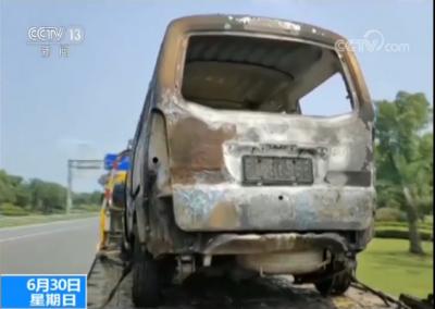 浙江一隧道汽车自燃 过路司机及时施救