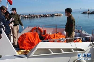 一艘难民船在土耳其西部海域倾覆致12人死亡