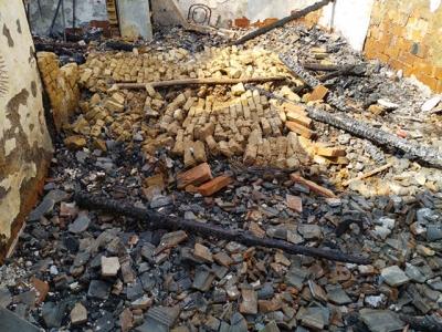 视频 | 不顾墙体坍塌危险 民警火场里抢出两只煤气罐