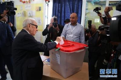 突尼斯总统埃塞卜西因病去世