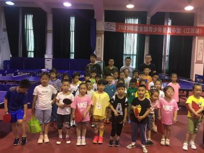 镇江暑期少儿乒乓球公益培训今日开班  200个免费名额2天抢空
