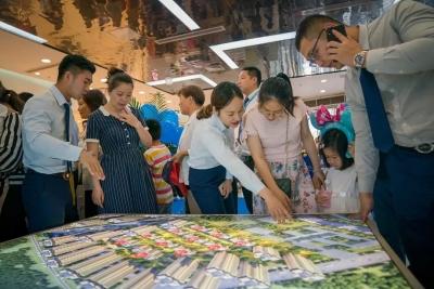 双子登峰 闪耀镇江丨美的置业镇江城市展厅璀璨开放,千人到访,共赴美好人居