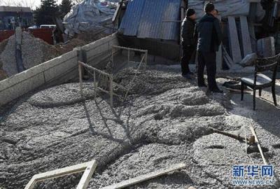 25吨问题水泥卖到河南农村学校 凝固后徒手就能捏碎
