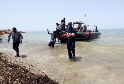 一艘非法移民船只在利比亚海域沉没100多人失踪