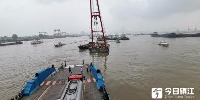 两轮船在镇江水域某码头相撞 七只集装箱落入江中未造成水域污染