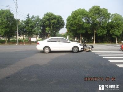 视频 | 电动自行车横过马路  斑马线上被撞飞