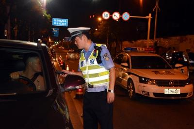 镇江交警开展集中行动严查重点违法压降交通事故