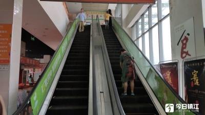 运河路菜场上行扶梯损坏一个多月已修好,但坏的时候拦不住居民走