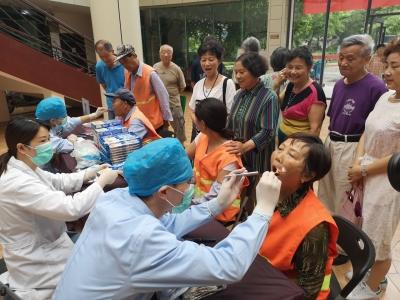 保护牙齿从细节做起,米山社区联手口腔医院开展义诊活动