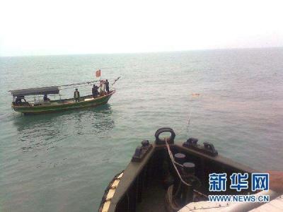 海南一艘渔船在南沙海域遇险 目前船上32人已确认安全