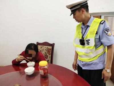 女子误上高架,交警联手民警合力帮她找回家人
