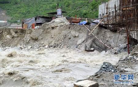 四川阿坝暴雨灾区7000余车辆顺利疏散