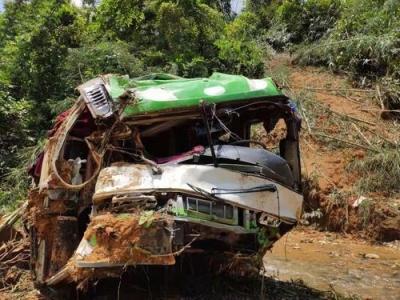 南京文旅局:老挝车祸致13人遇难,其中12人是中国游客