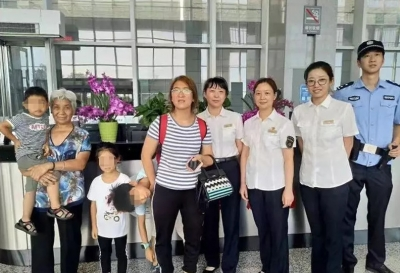 两名儿童顽皮误下高铁,丹阳北站温馨服务寻找家长