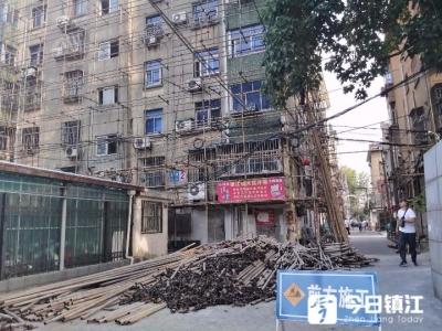 """住宅楼开始穿""""防护网"""" 镇江今年老旧小区改造动工"""