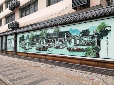 """首面室外玻璃壁画墙在西府街建成    镇江版""""清明上河图""""再现"""