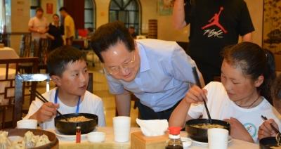 """镇江市餐协、烹协携手打造藏区师生游学团""""公益美食之旅"""""""
