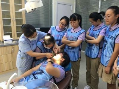 仁济口腔与镇江一外联合举办中学生牙齿健康体验活动