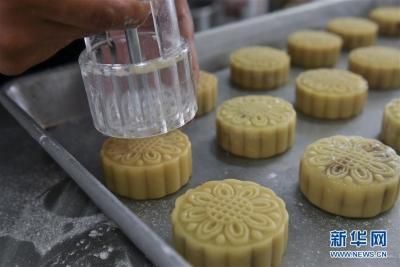 """中秋佳节来临前市监部门给月饼""""体检"""""""