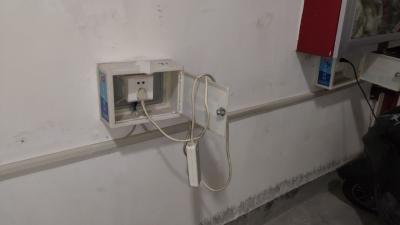 景天花园私接线充电动车情况多? 物业:是多,看到就拆,车库一头多充也不行