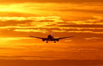 香港国泰航空: 解雇两名行为不当员工