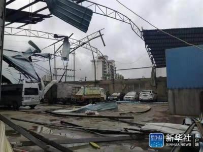 海南儋州市遭遇龙卷风袭击,目前已造成8人死亡