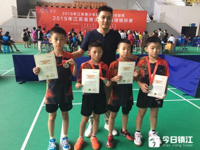 江苏省青少年乒乓球锦标赛上镇江队喜获一金一银