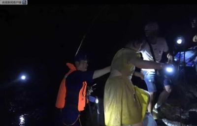 湖北鹤峰躲避峡突发山洪造成9人死亡、4人失联,救出61人
