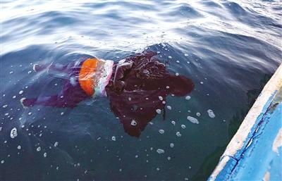 一艘非法移民船只在利比亚海域沉没,已造成5人死亡约40人失踪