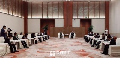 惠建林会见亚洲驻华使节团一行