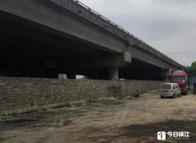 立交桥下环境问题令人担忧  镇江开展集中清理行动