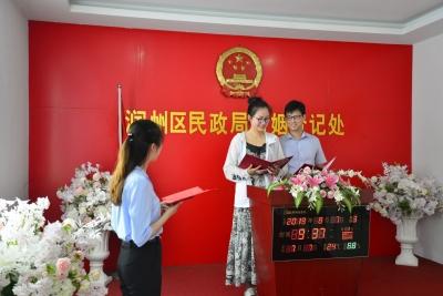 """""""七夕""""节迎结婚登记小高峰  润州区民政局这个活动充满仪式感!"""