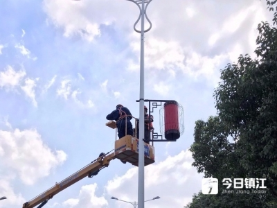 """迎国庆!红灯笼高挂、国旗飘飘 镇江街头处处""""中国红"""""""